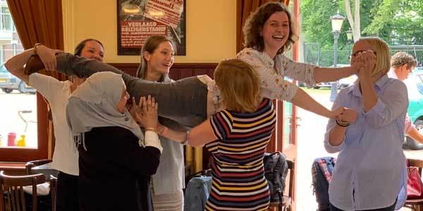 Teambuilding voor samenwerken en elkaar beter leren kennen. Workshop met leuke oefeningen.